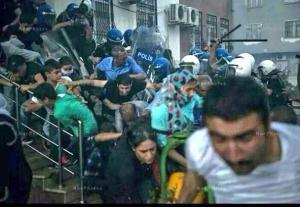 Police violence at the stairs of the Kurdish language school in Diyarbakir